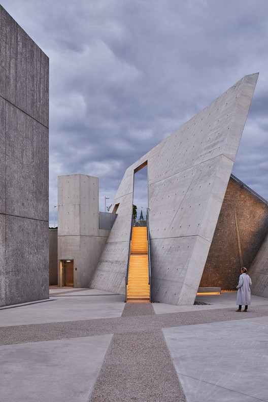 100-National_Holocaust_Monument